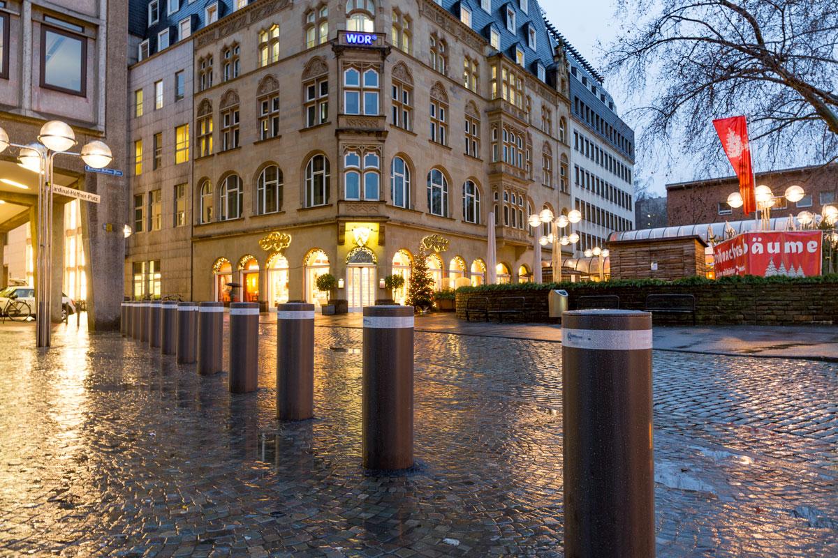 Anti-Terror-Poller am Kölner Domvorplatz