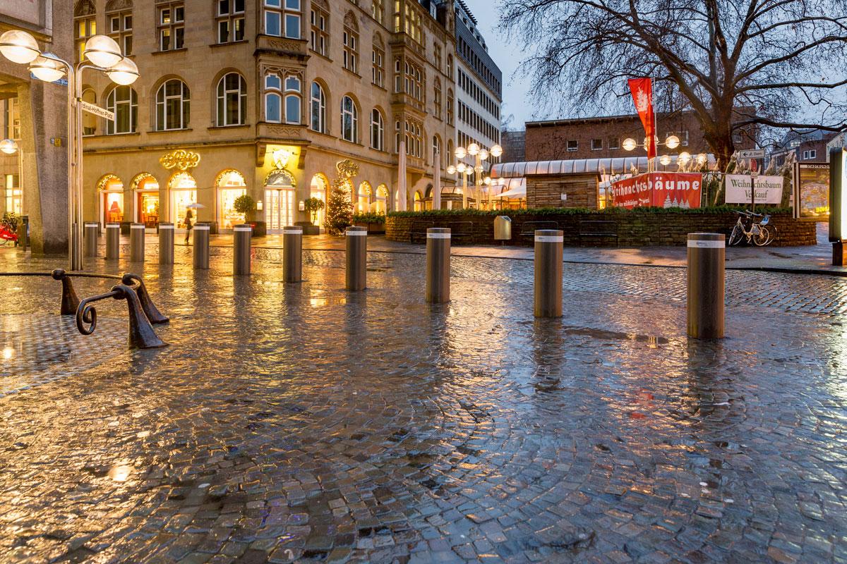 Anti-Terror-Poller am Kölner Dom