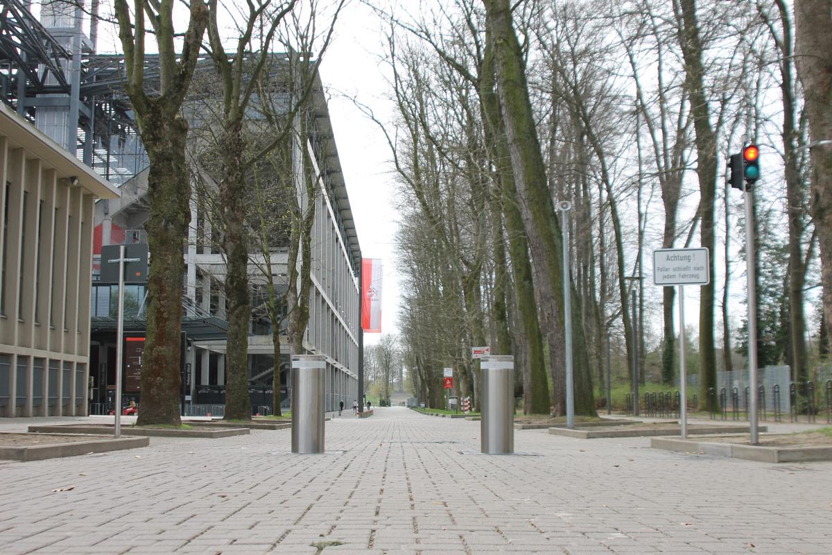 Hydraulikpoller am Stadion in Köln Müngersdorf
